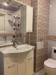 A bathroom at улица Крымская Апартаменты