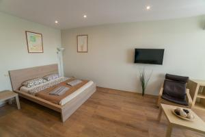 Кровать или кровати в номере Apartment on Belinskogo