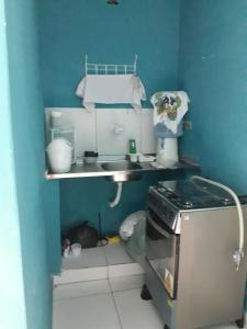 A kitchen or kitchenette at No coração do Recife