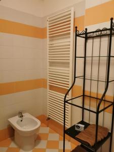 A bathroom at Guerrero Rooms