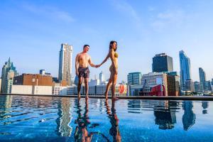 The swimming pool at or close to Novotel Bangkok Platinum Pratunam - SHA Certified