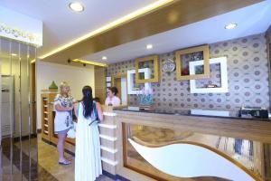 Лобби или стойка регистрации в Eftalia Aytur Hotel