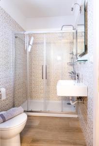 Ванная комната в Apartments Korakakis Beach