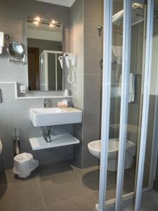 A bathroom at Yes Hotel Touring