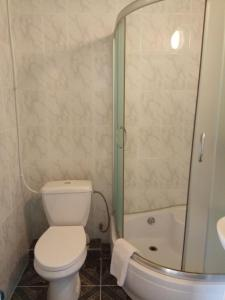 """A bathroom at Гостевой дом """"В гостях у Танечки"""""""