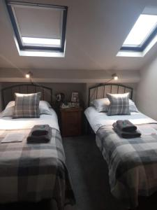 A bed or beds in a room at Autumn Leaves Guest House