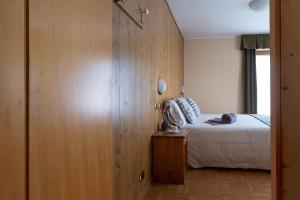 A bed or beds in a room at Hotel Cima Piazzi