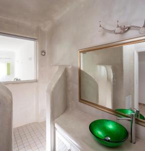 A bathroom at Aelia by Eltheon
