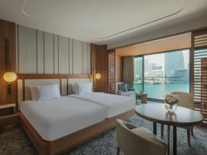 A bed or beds in a room at InterContinental Yokohama Pier 8