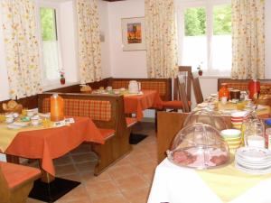 A restaurant or other place to eat at Haus Seehof