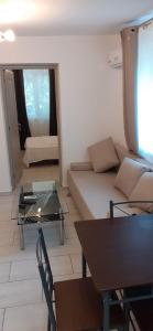 A seating area at APARTAMENT ZONA HOTELIERA 3 CAMERE WIFII , AER CONDITIONAT Baile Herculane