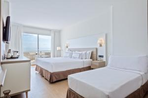 A bed or beds in a room at Melia Sitges