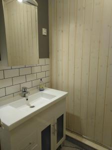 Kylpyhuone majoituspaikassa Tohninmäen Talo