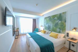 Un pat sau paturi într-o cameră la Hotel Acapulco