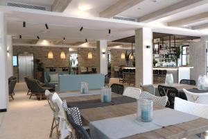 Un restaurant sau alt loc unde se poate mânca la Hotel Acapulco