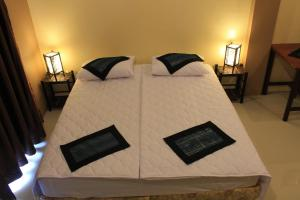 A bed or beds in a room at Avalon Residence