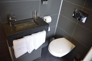 Ein Badezimmer in der Unterkunft Hotel Library Amsterdam