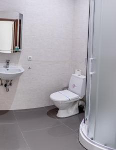A bathroom at Ermitazh Hotel Complex
