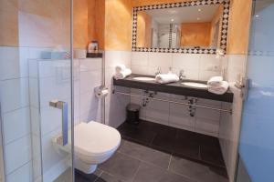 Salle de bains dans l'établissement Hotel Garni Brigitte