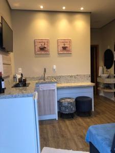 A kitchen or kitchenette at Apartamento Luxo em Gramado