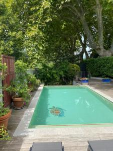 The swimming pool at or close to Avignon Campagne