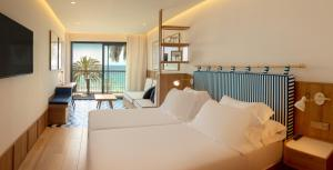 A seating area at H10 Porto Poniente 4* Sup