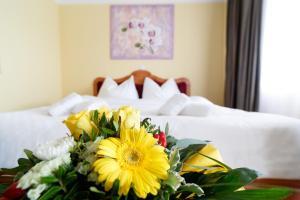 Ein Bett oder Betten in einem Zimmer der Unterkunft Vulkan Residenz