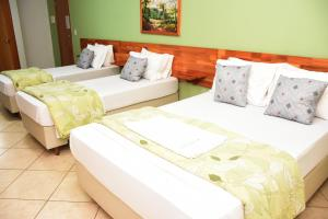 A bed or beds in a room at Hotel Catavento