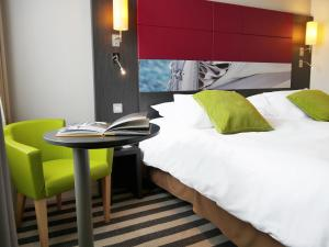 A bed or beds in a room at Mercure Honfleur