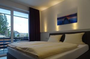 A bed or beds in a room at Aktiv Hotel Winterberg