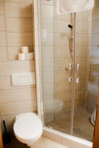 A bathroom at Csikar Csárda és Panzió