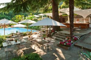 A view of the pool at Grand Hotel Tremezzo or nearby