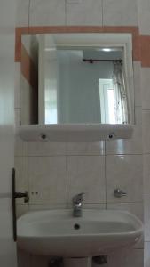 Ένα μπάνιο στο Mouroukis Rooms