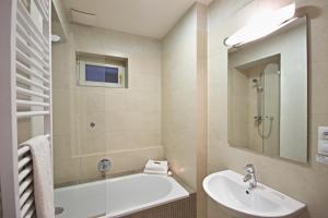 Ein Badezimmer in der Unterkunft River View Residence