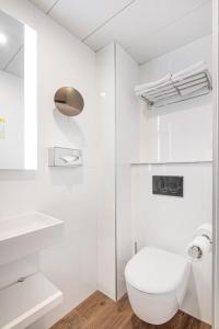 A bathroom at Courcelles Médéric