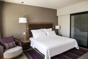 A bed or beds in a room at Fiesta Americana Guadalajara