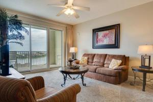 A seating area at Beachview Oasis - Ariel Dunes II - 9th Floor - 2 Bedrooms Condo