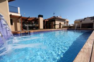The swimming pool at or near Casa Consistorial
