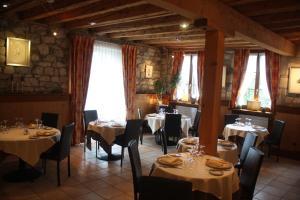 Restaurant ou autre lieu de restauration dans l'établissement Auberge Communale Bogis Bossey