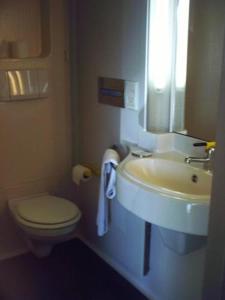 Salle de bains dans l'établissement Hôtel Charme en Mâconnais