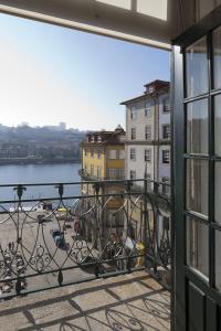 A balcony or terrace at PortoSense Ribeira