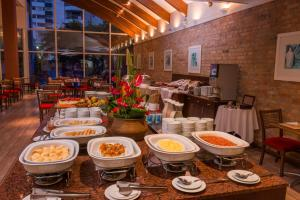 A restaurant or other place to eat at Blue Tree Towers Caxias do Sul