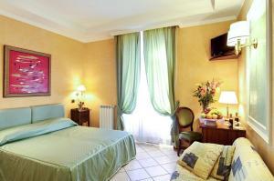 Кровать или кровати в номере Hotel Montreal