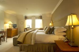 A bed or beds in a room at Loch Ness Lodge