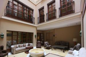 A seating area at Casa Consistorial