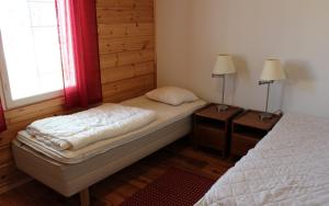A bed or beds in a room at Himoseasy Cottages