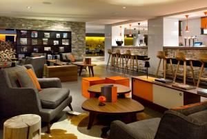 The lounge or bar area at Heliopic Hotel & Spa