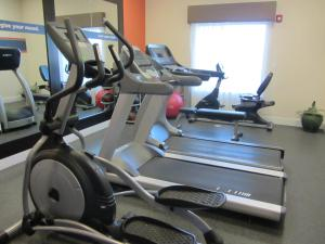 The fitness center and/or fitness facilities at Hampton Inn & Suites Dumas