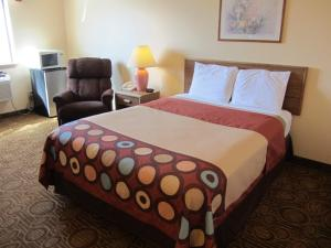 A bed or beds in a room at Super 8 by Wyndham Dalhart