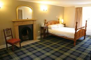 A bed or beds in a room at Bankfoot Inn